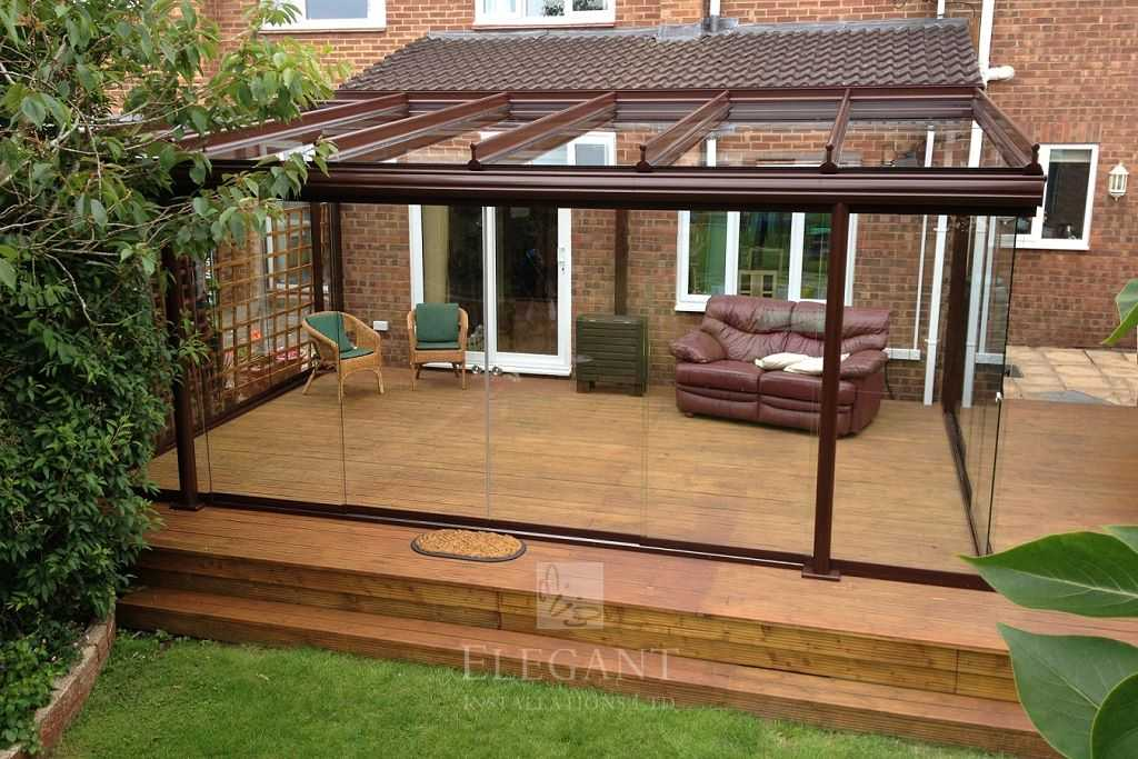 Veranda decking glass rooms verandas on wood decking for Veranda composite decking